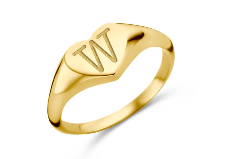Hartvormige Gouden Zegelring met Initiaal   Names4ever
