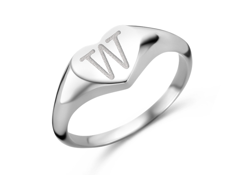 Hartvormige Zilveren Zegelring met Initiaal | Names4ever