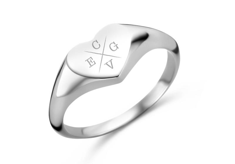 Hartvormige Zilveren Zegelring met Vier Initialen | Names4ever