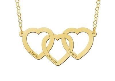 Shop deze beeldschone opengewerkte hart naamketting voor drie namen.