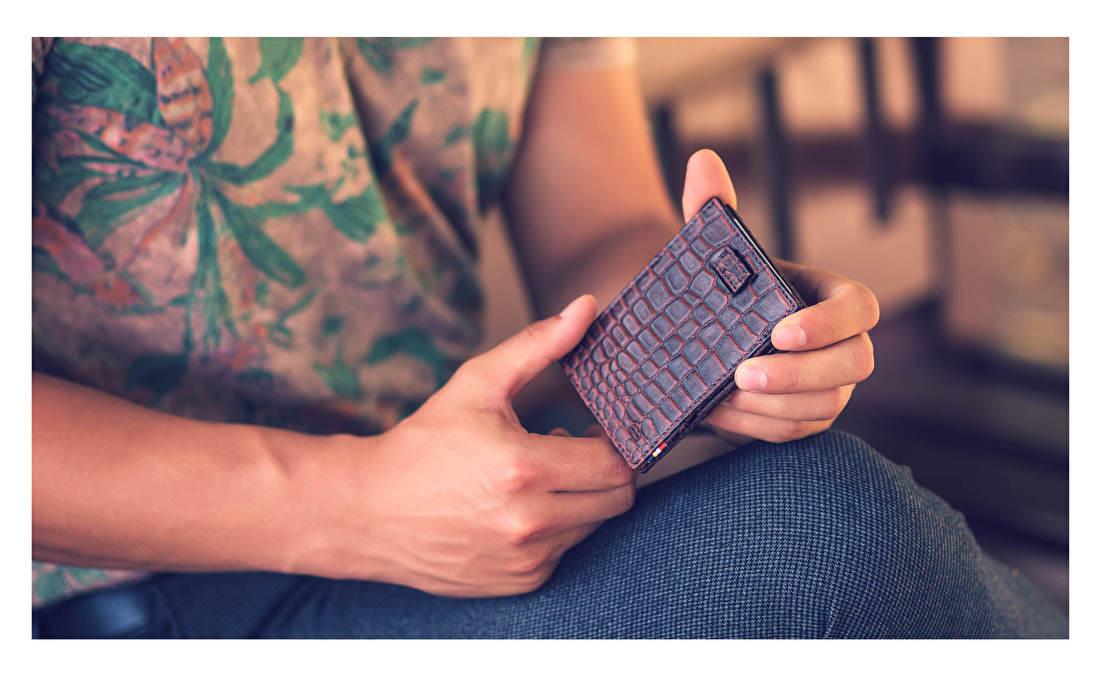 De Magic Wallets van Garzini zijn voorzien van het gepatenteerde Versaflex systeem, wat bijna op magie lijkt. Dankzij dit innovatieve systeem slaat u uw briefgeld op een elegante manier op in uw eigen Garzini portemonnee en houdt u het gemakkelijk bij de hand voor gebruik. Juwelier It's Beautiful