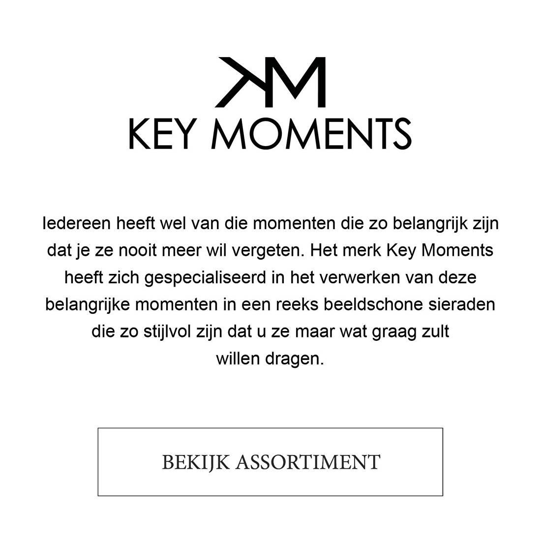 Iedereen heeft wel van die momenten die zo belangrijk zijn dat je ze nooit meer wil vergeten. Het merk Key Moments heeft zich gespecialiseerd in het verwerken van deze belangrijke momenten in een reeks beeldschone sieraden die zo stijlvol zijn dat u ze maar wat graag zult  willen dragen.