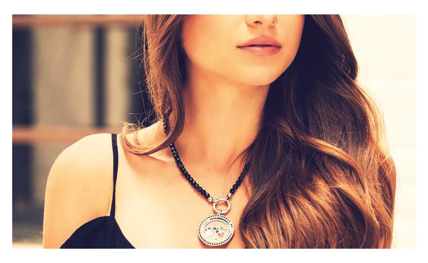Mix & Match sieraden zijn helemaal in vandaag de dag en niet meer weg te denken uit de sieradencollectie van de moderne vrouw. Daarom bieden wij vanaf vandaag deze stijlvolle LOCKits sieraden aan. Deze stijlvolle edelstalen sieraden zijn volledig Mix & Match en dus eindeloos te combineren voor verrassende en altijd luxueuze sieraden. Juwelier It's Beautiful
