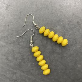 Zomerse lichtgewicht oorbellen in geel