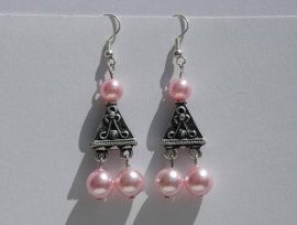 Rose parels met bewerkt metalen driehoek (OBP-011)