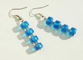 Oorbellen: Aquablauwe schijfjes met spacers (OBD-010)
