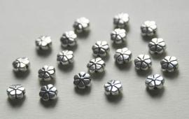Bloemkralen van Tibetaans Zilver 8mm (M-053-PH)