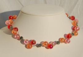 Echt leuk, en lief: Rose-oranje-roserood acryl-parelketting (DD-25)