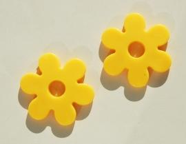 Grote bloemkralen in geel, 2 stuks (AC-114-PH6)