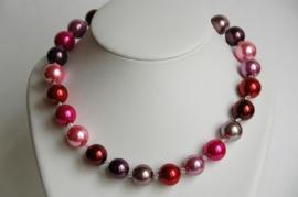 Ketting met grote parels in rood-rose-paarsnuances, met Swarovski (SW-020)