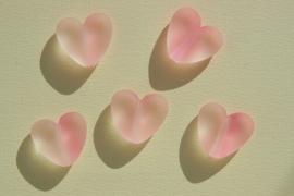 Zachtroze hartjes met melkglas-uitstraling (AC-062-PH)