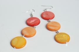 Lekker zomers: oorbellen van parelmoer schelp in vrolijke kleuren (OBD-006)
