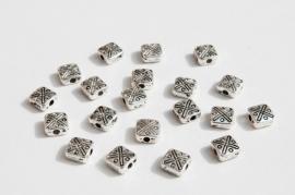 Platte vierkante bewerkte kralen Tibetaans Zilver (M-007-PH)