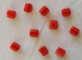 Rood-oranje `kubus`kralen met cat eye-effect (CB05)