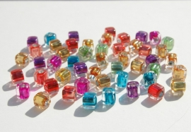 Kubusjes 7,5x7,5mm, transparant met gekleurde kern (AC-041-PH)