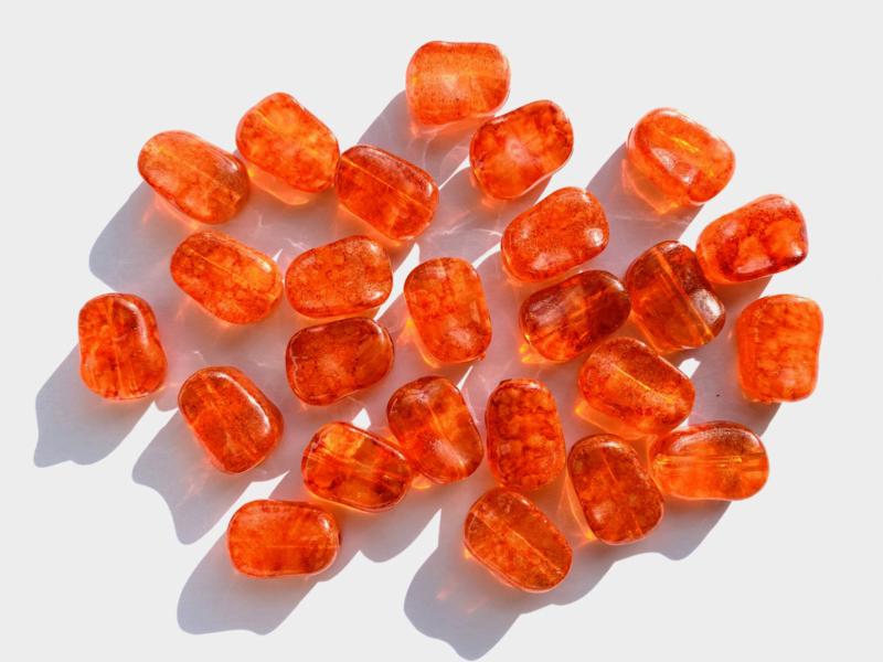 Oranje rechthoekige 'geknede' acrylkralen