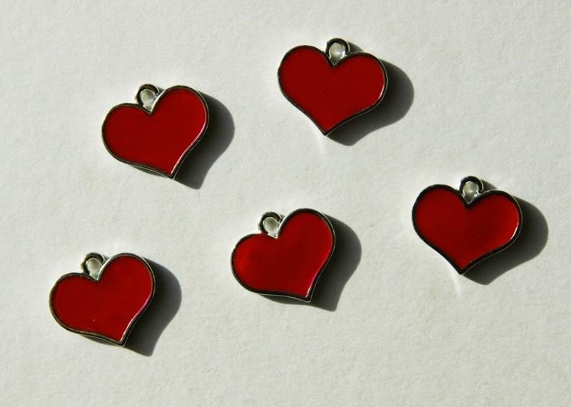 Bedels of hangers: Platte rode harten (M-034-PH)