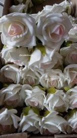 Foam Roos Wit met roze hart