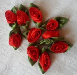Roosjes van satijn met blaadje (Rood)