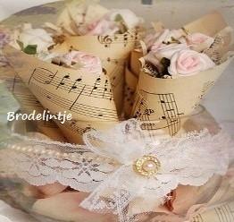 Cone Foamrozen in muziekpapier