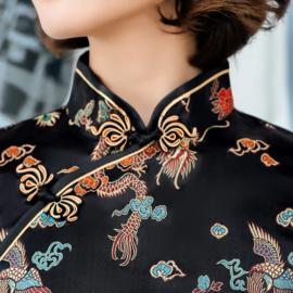 Heel leuk zwart chinees jurkje met voorsplitje draken en phoenix motief