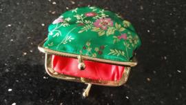 Leuk klein brokaat portemoneetje groen met gekleurde bloesem