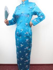 Fantastische lange turquoise Chinese jurk met mouwen pruimenbloesem motief