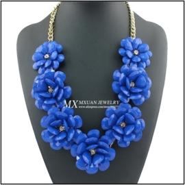 Werkelijk prachtige grote ketting met 7 kobaltblauwe rozen
