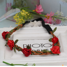 Leuke elastieken haarband met rode roosjes