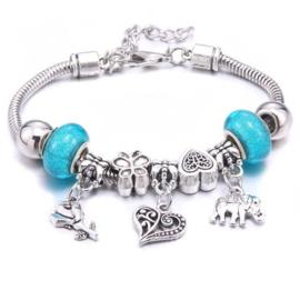 Mooi Pandorastyle armbandje met roosje, hartje, olifantje en blauwe sparklekralen