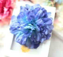 Prachtige grote Pioenroos op haarclip blauw