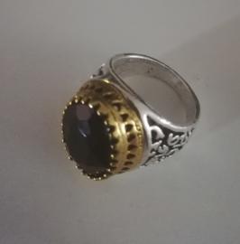 Nr. 14 Tibetaans zilveren met gouden grote ring met ovale facetgeslepen zwarte glassteen maat 20