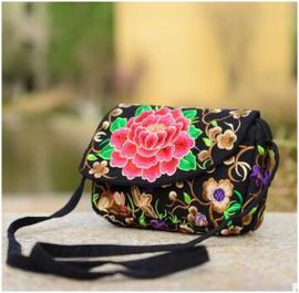 Prachtig geborduurd schoudertasje met rozerode lotusbloem