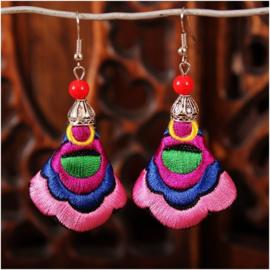 Prachtige geborduurde oorbellen 7 cm roze