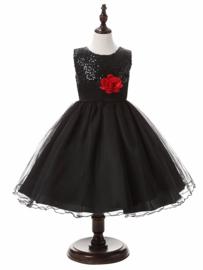 Prachtige zwarte feestjurk met pailletten lijfje en rode bloem in de taille maat 116/122 (130/6)