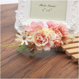 Prachtige romantische haarkam met roze bloemen