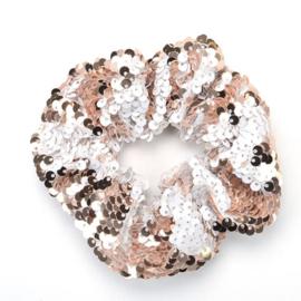 Lichtroze zilveren pailletten scrunchie!