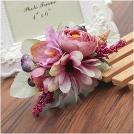 Prachtige romantische haarkam met oudroze bloemen en schelpje