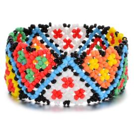 Leuke Bohemian elastische armband van kleine kraaltjes zigzag multicolor