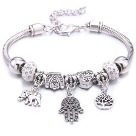 Mooi Pandorastyle armbandje met levensboom, handje, olifantje en zilveren strasskralen