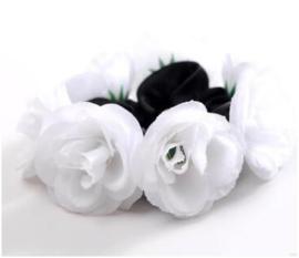 Scrunchie met roosjes wit