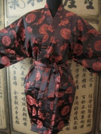 Mooie korte zwarte unisex brokaat kimono met rode draken