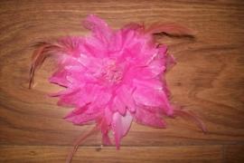 Prachtige grote haarbloem met glitters en veertjes roze