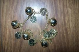 Gouden enkelbandje met muntjes en grote belletjes