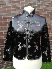 Prachtig zwart brokaat getailleerd Chinees jasje met pruimenbloesem