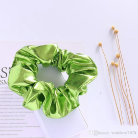 Groene glans scrunchie!