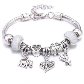 Mooi Pandorastyle armbandje met roosje, hartje, olifantje en zilverwitte sparklekralen