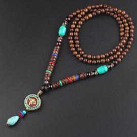 Nepalese geluksketting met rond amulet met turkoois druppel