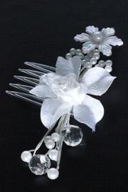 Haarkam met witte bloem en pareltjes