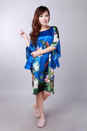 Mooie kobalt satijnen one-size jurk met koi karpers maat 44 - 50